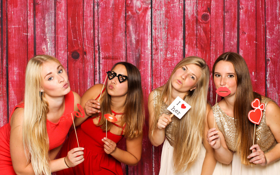 Propping It Up: 8 Great Ideas for Photo Booth Props